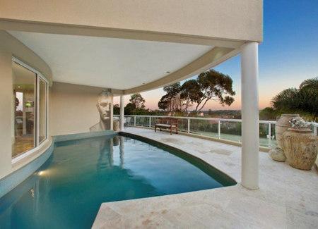 3,室内建有一个小型鱼池 4,营造一个轻松舒适的氛围,建有一个游泳池