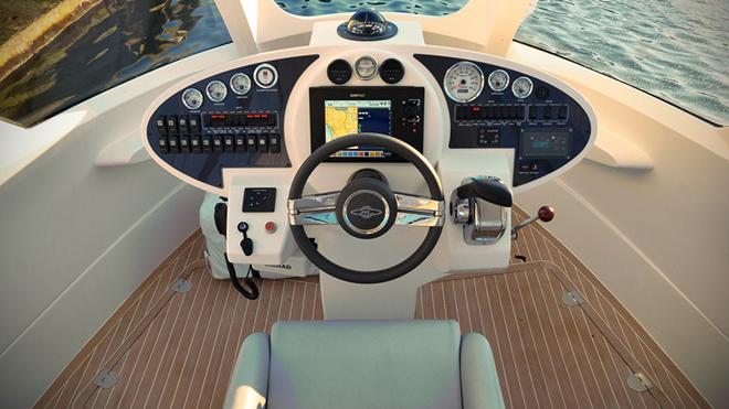 游艇上装有汉密尔顿水喷气发动机
