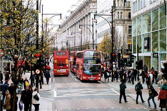 伦敦街道黑白手绘