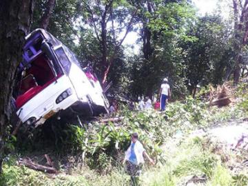 """泰国普吉岛旅游客车坠崖 看看高科技如何使用""""事故频发""""击破太平年间"""