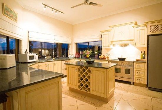 欧式厨房厨房背景红酒