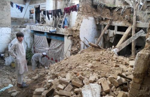 巴方此前也发布预警称,未来24时内,受灾地区还可能有较强余震。