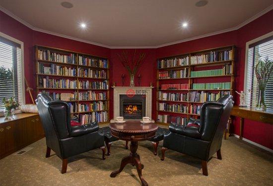 音响系统连接线,可通过接线管将音频线从家庭放映室连接至室内和室外