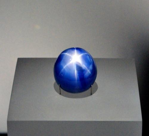 世界最大蓝星宝石 重14克拉初步预计价值1亿美元