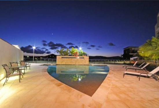 在这里,你可以享受美酒,美食以及艾利海滩令人向往的夜生活