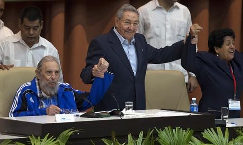 劳尔·卡斯特罗在这次党代会上发表讲话说,应该为未来领导人设定年龄限制