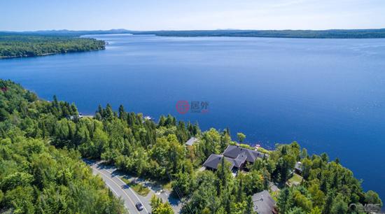 加拿大 | 魁北克湖畔别墅:山川森林环绕四周