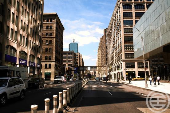 纽约市的房屋售价中值为3,808,765美元,房价在全美排名第三;图为哈德逊广场(Hudson Square)