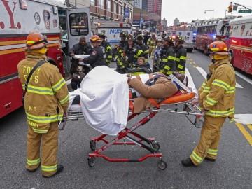 纽约列车出轨事故 并无生命危险但多人受伤-热点