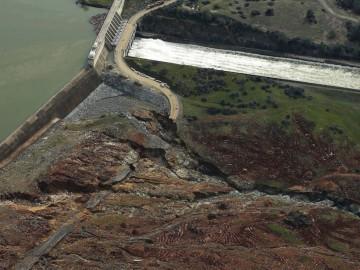 美国最高水坝决口 正在加固受损的紧急益洪通道-热点