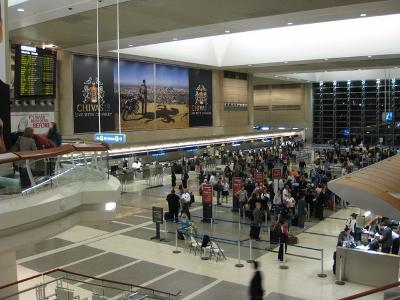 近日于洛杉矶国际机场就有多名中国留学生,被美国海关拒绝入境且直接遣返