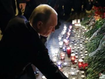 普京到爆炸地献花 哀悼事故中去世的民众-热点