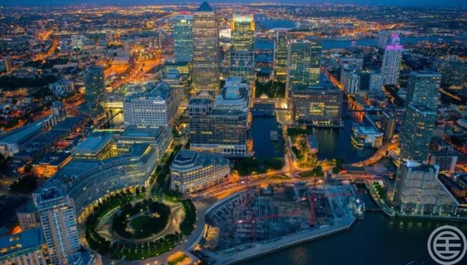 许多银行的总部、分部和商业巨头的总公司就在金丝雀码头落户