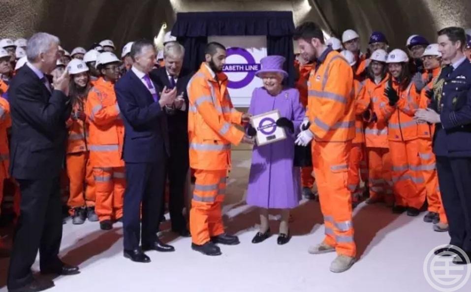Crossrail途经伦敦市中心、金融城以及伦敦东部的金丝雀码头等重要地标,将于2018年通车
