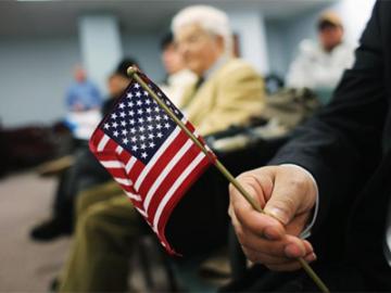 赴美留学或需每年申请新签证 将支付更多费用   美国