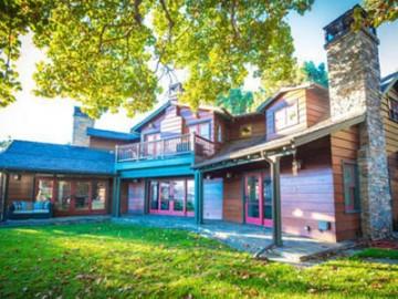 着名影视编剧艾伦·鲍尔好莱坞山木屋豪宅出售 | 美国