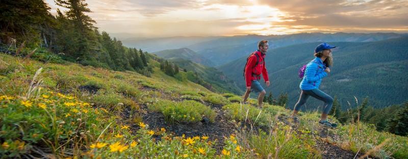 路边无名的野花、壮观的景色、无人涉及的区域等着您去征服。