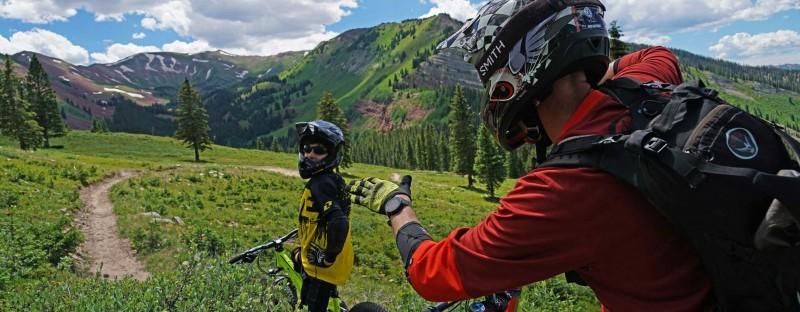 在Aspen Snowmass骑车畅游户外,速度与激情的体验。