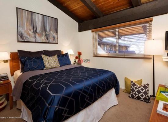 从阳光明媚的主卧室可以欣赏到滑雪区的景色,从阁楼可以欣赏到Assay Hill和Elk Camp游览船的美景。