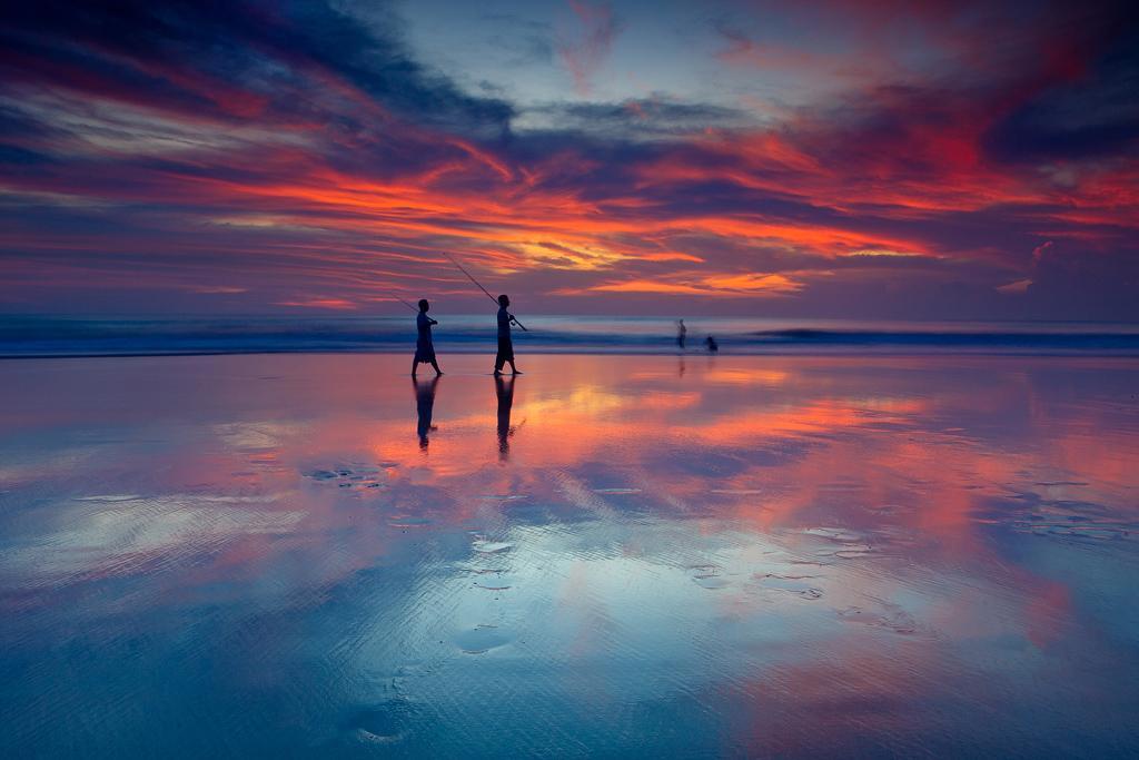 巴厘岛水明漾海滩日落