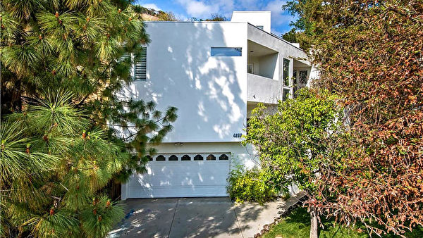 4222 Canoga Drive现代风格的多层房,售价79.9868万美元