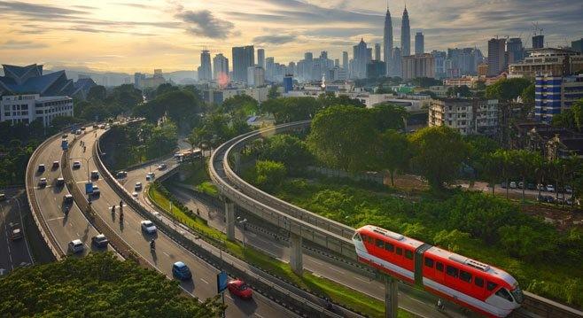 吉隆坡拥有引人注目的建筑景观,但没有多少马来西亚人能够负担得起闪闪发光的全新共管公寓