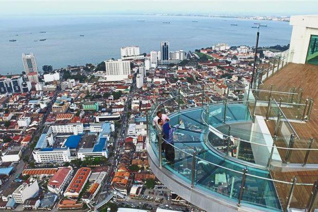虽然槟城房地产市场疲软,但马来西亚开发商仍继续在槟城岛及其大陆地区加大投资力度,为投资者和自住业主提供新产品