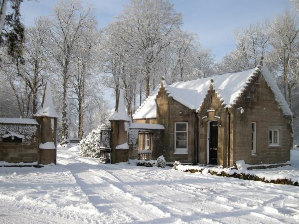 小屋是一个单层三卧室,与主楼建筑风格相同的石头小屋,出租或自住理想