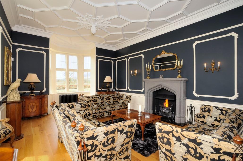 豪宅内部装饰豪华典雅,细节处充满艺术风情