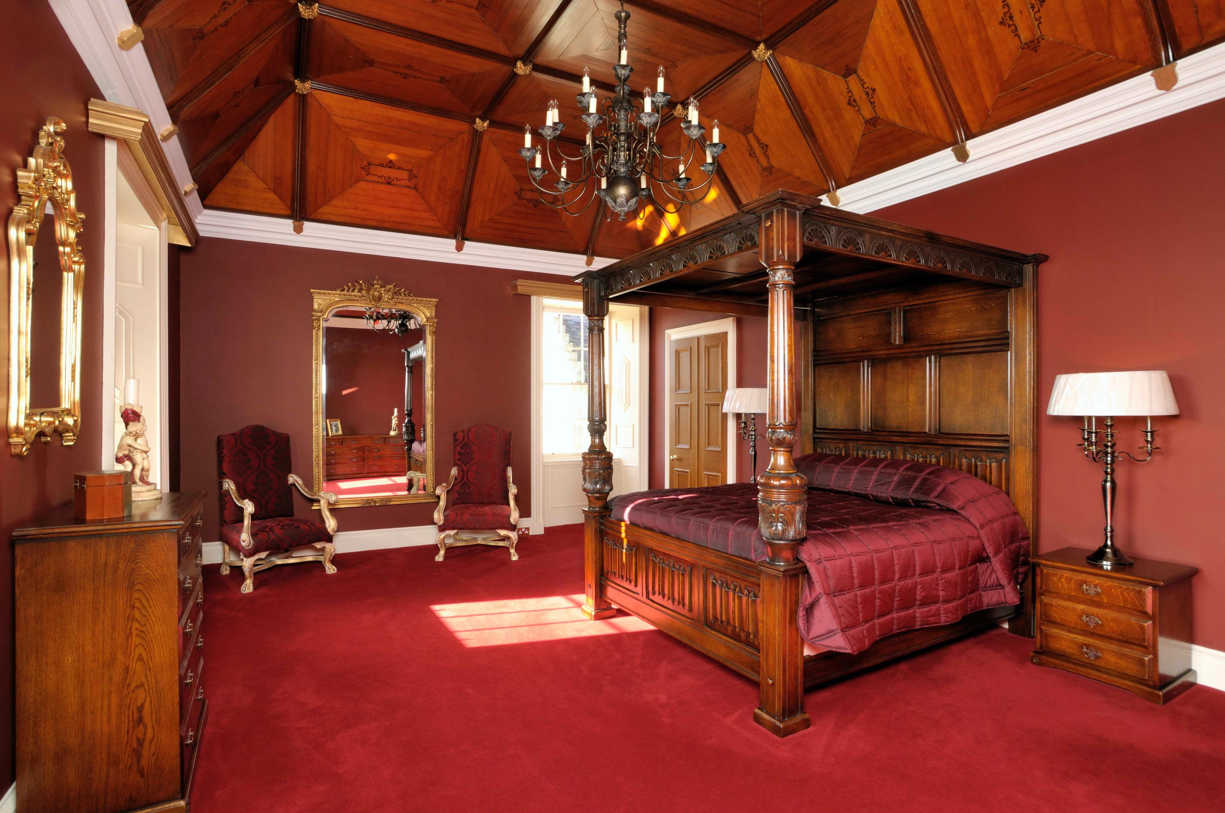 室内总共有8间豪华卧室