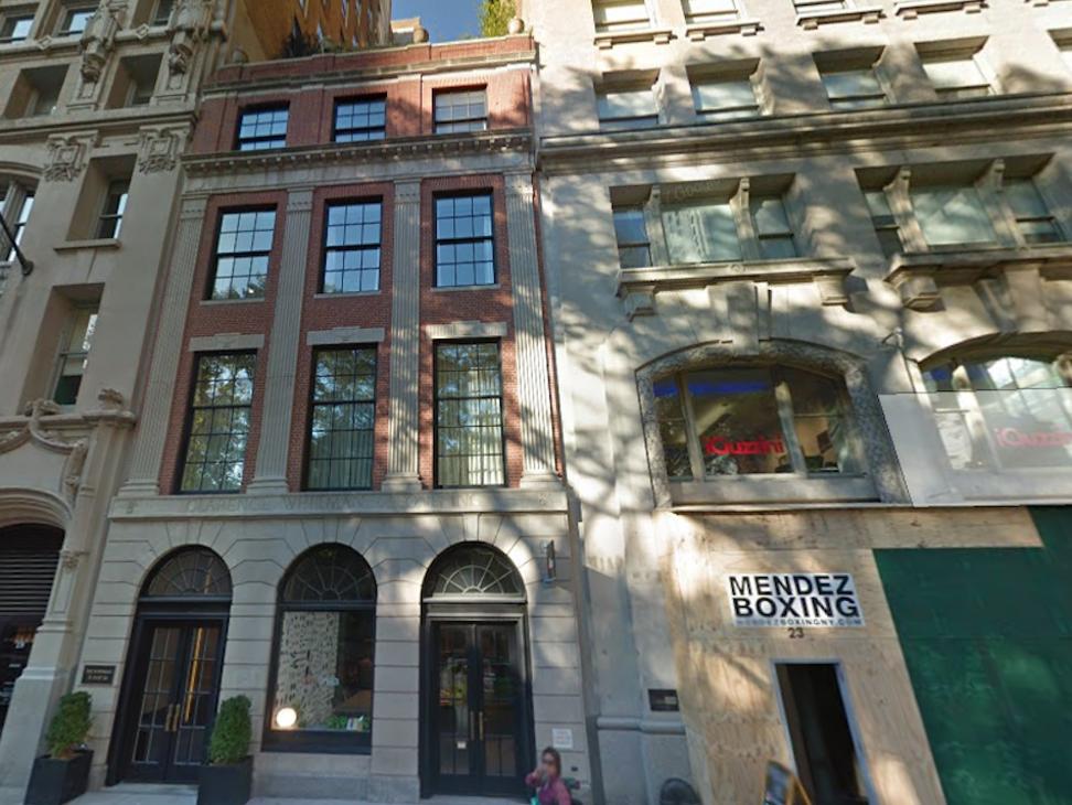 惠特曼大厦在1924年于纽约市熨斗区建成,到2013年时改建为精品公寓大厦,上市价格从1000万美元起