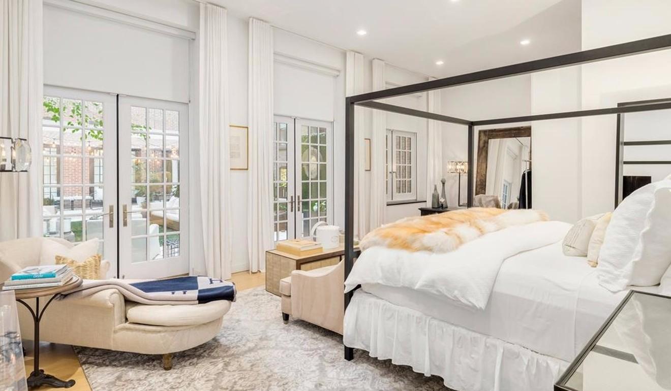 主人套房位于六楼,有两个主浴室和面向27街的露台
