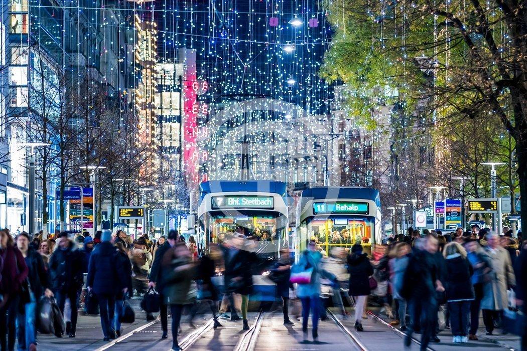 苏黎世班霍夫大街上的圣诞灯饰