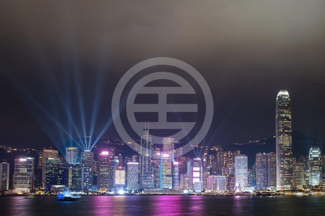 每年12月,中国香港交相辉映的夜灯点亮维多利亚港
