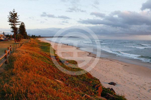 轻松步行前往七英里海滩、安斯沃斯湖保护区和世界著名的雷诺克斯冲浪胜地