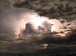 超强雷暴侵袭澳洲 损坏大量路标和农田-热点