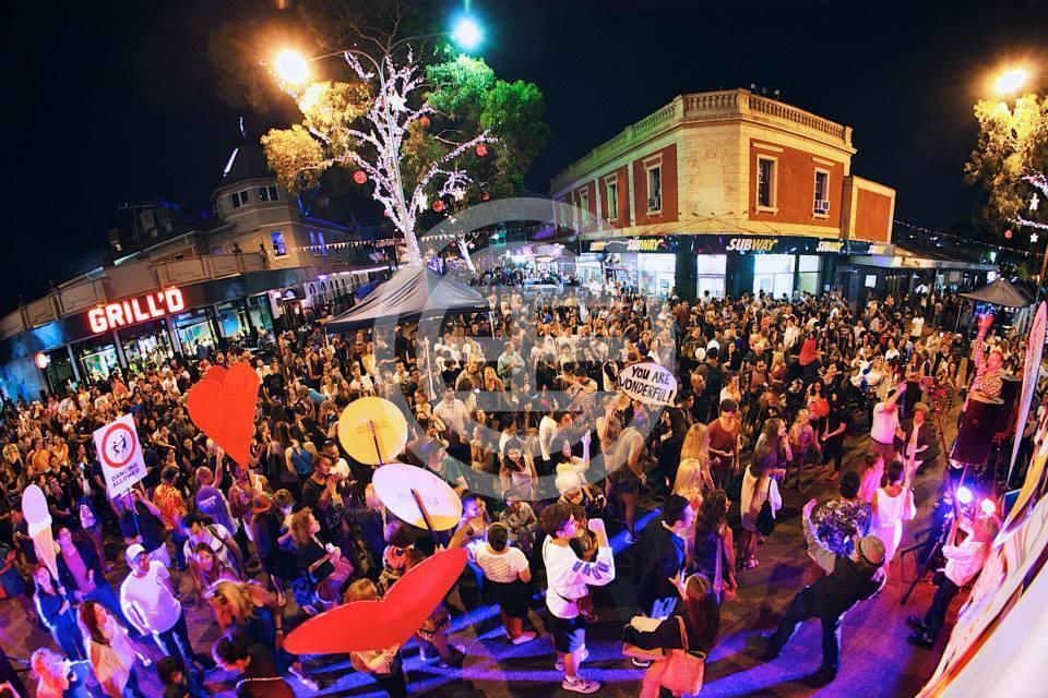 利德维尔狂欢节庆祝珀斯是一个充满活力和创造性的城市