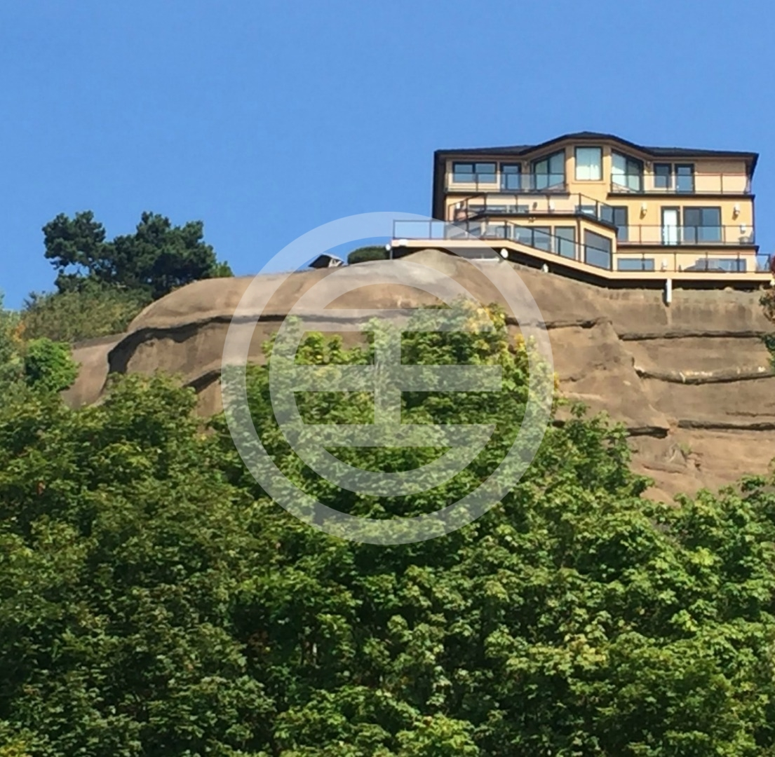 西雅图4卧5卫的豪宅现正在居外网上出售,半山的宽阔视野无与伦比