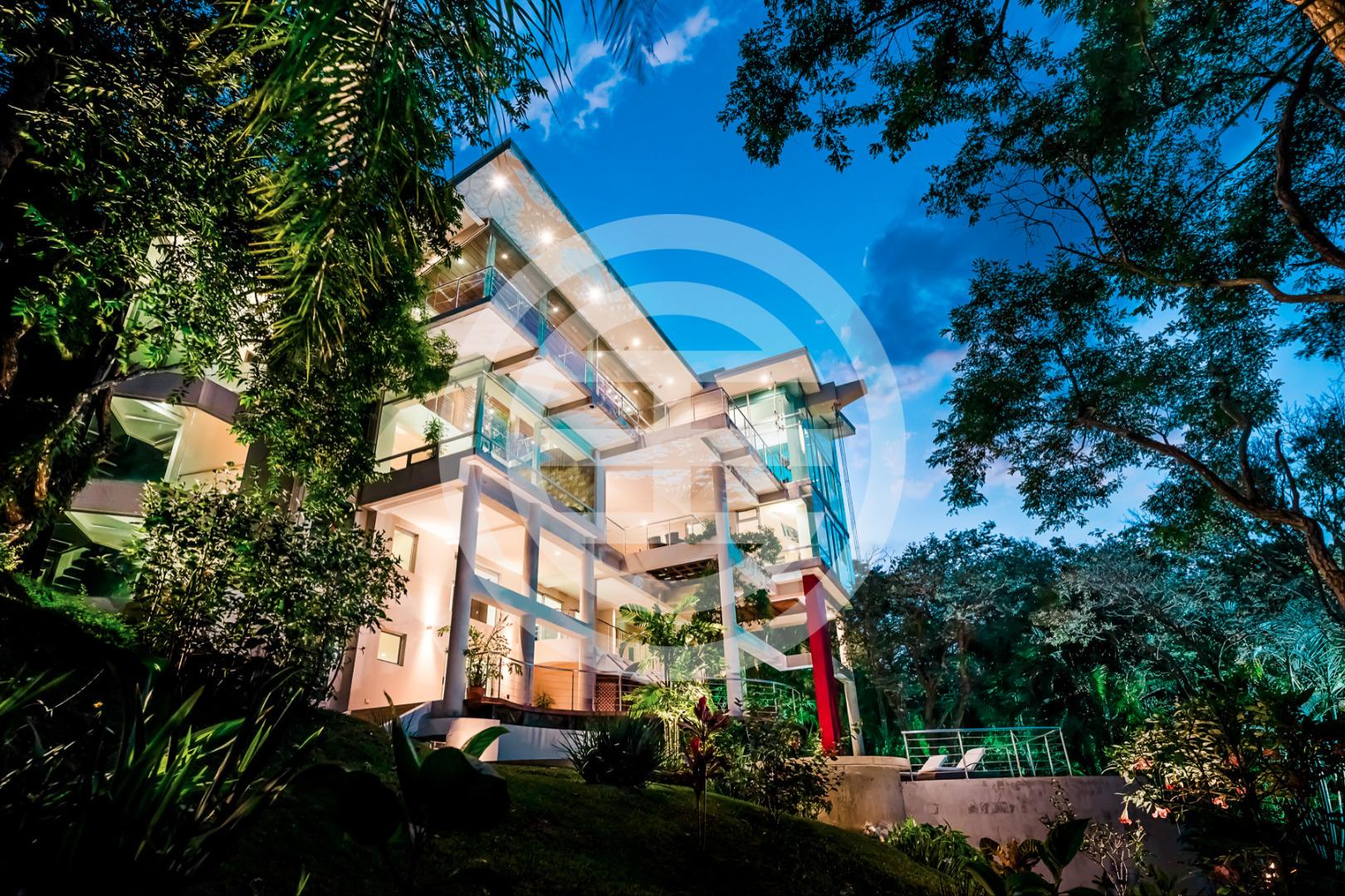 居外网出售的这套哥斯达黎加房产Parque Montana Del Sol,位于自然保护区中,设计精美无比