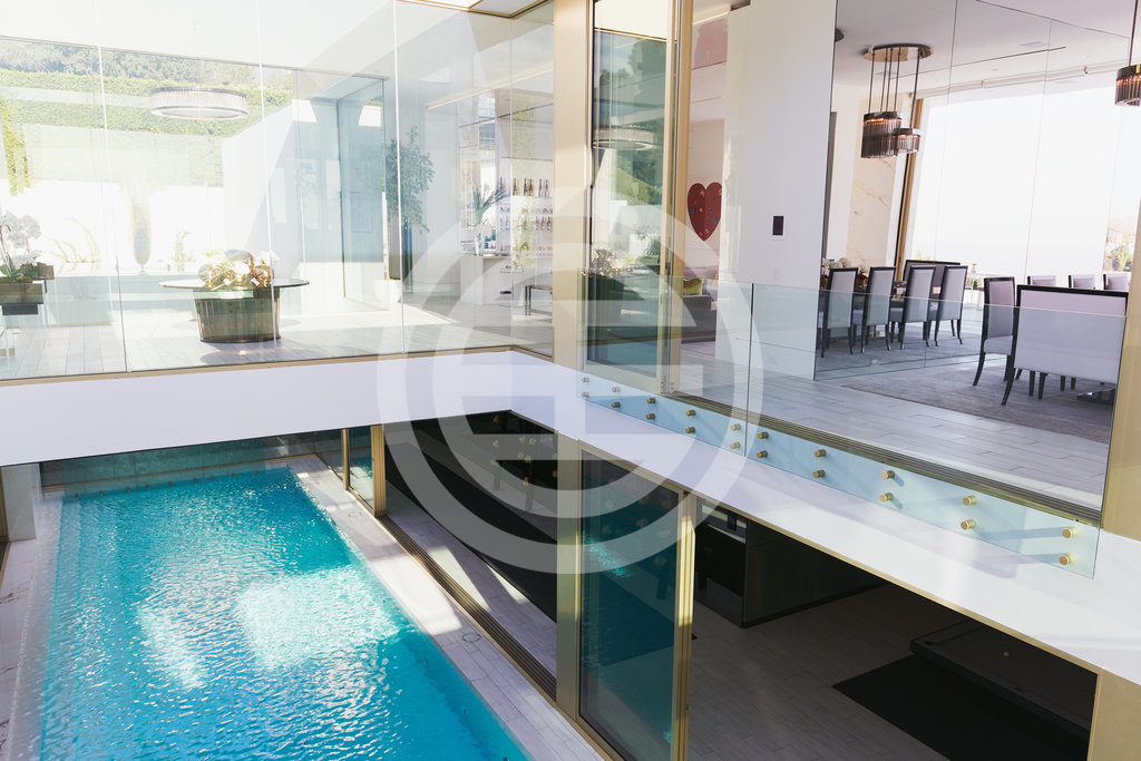 Opus别墅内的游泳池