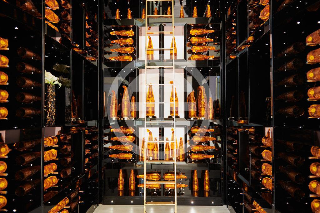 Opus别墅内的路易王妃水晶香槟储藏室