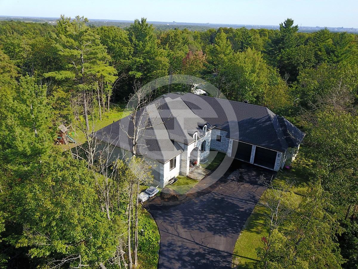 如此完美的大宅非常少见,值得您细细品鉴,立即购买还可获赠价值5,000加元的家俱