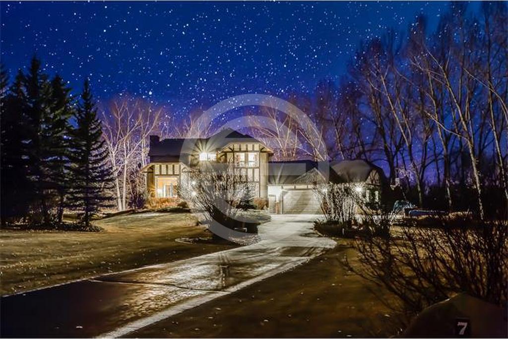 这栋豪宅坐落在格雷斯伍德庄园(Gracewood Estates)的优美社区,土地面积超过2英亩,居住空间超过3,300平方英尺,包括4卧室和3.5个浴室,举目是壮丽的山景。售价仅约647万元人民币。物业编号:36912823(点击图片查看详情)