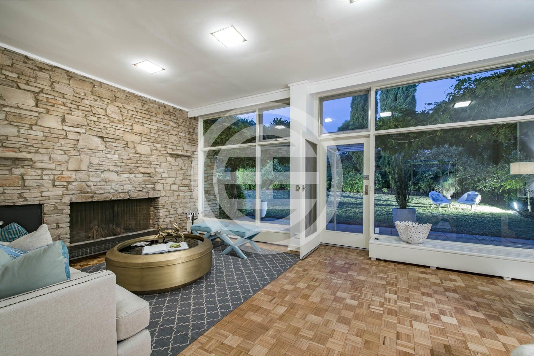 位于堪培拉使馆区内一处绿荫地段的住宅,拥有居高临下的视野,面积高达2,310平方米,带有6卧4卫和私人花园。物业编号:37444512