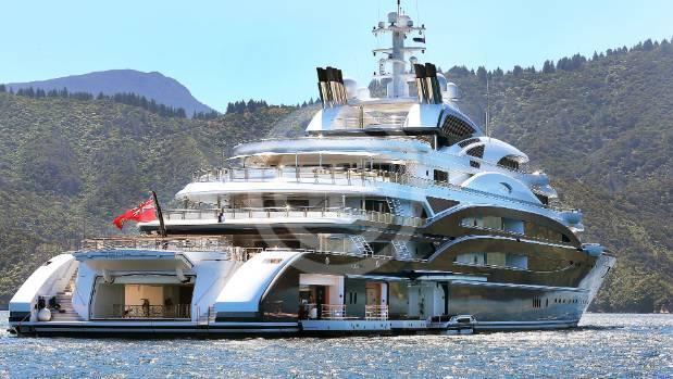 """由Stolichnaya伏特加创始人尤里·舍夫勒(Yuri Scheffler)拥有的超级游艇""""Serene""""。原本舍夫勒只是新西兰的游客,但现已像其他超富游艇迷一样留了下来"""