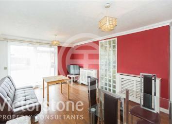 Lisson Grove的宽敞三卧室复式公寓维护良好,提供约1,100平方英尺的灵活生活空间,享有私人入口、独立客厅和连接浴室(物业编号:36929242)