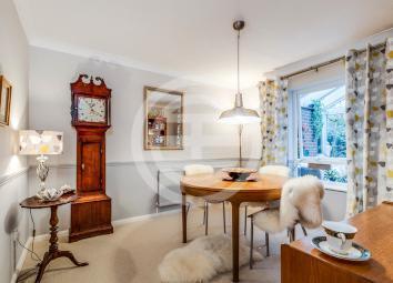 Wood Green宽敞而精美的半独立式住宅享有幽静的位置,俯瞰私人公共绿地(物业编号:37017868)