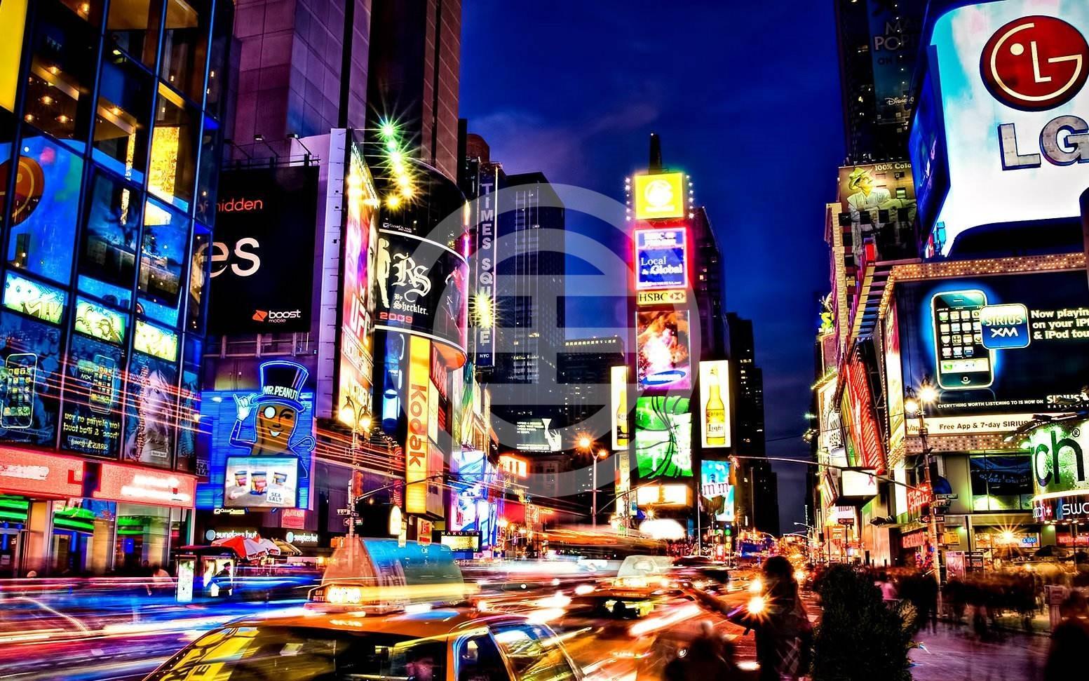 纽约街头,霓虹闪烁