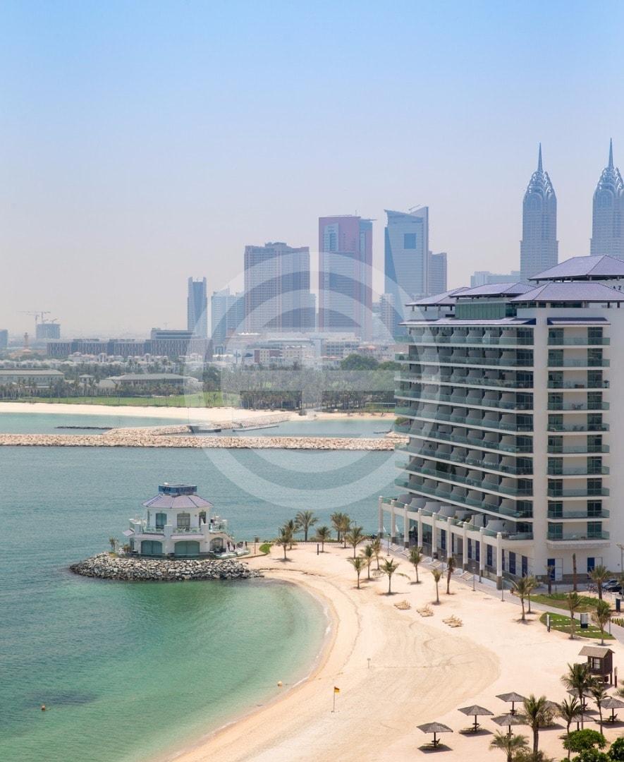迪拜朱美拉棕榈岛(Palm Jumeirah)独特的海滨开发项目Azure Residences,包括豪华的海滨公寓和餐饮场所,俯瞰阿拉伯海湾和迪拜世界著名的地标建筑(点击图片查看房源信息)