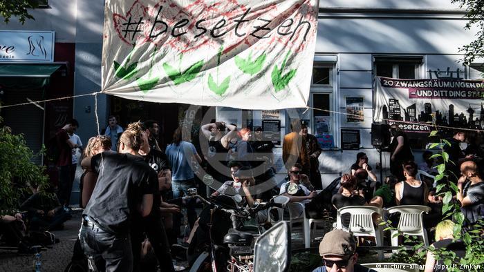 #besetzen(占领)-在这一主题标签下,占房行动作了网上预告
